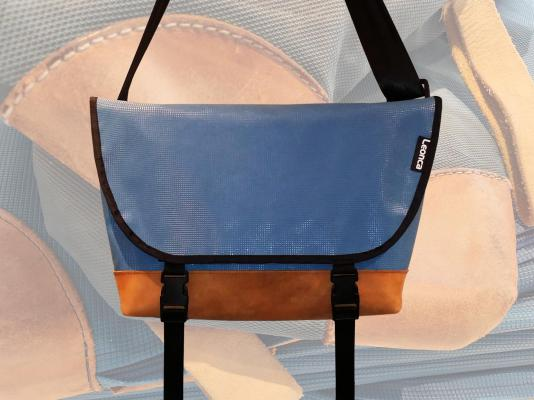 Messenger Bag aus Turnmatte/Lederboden